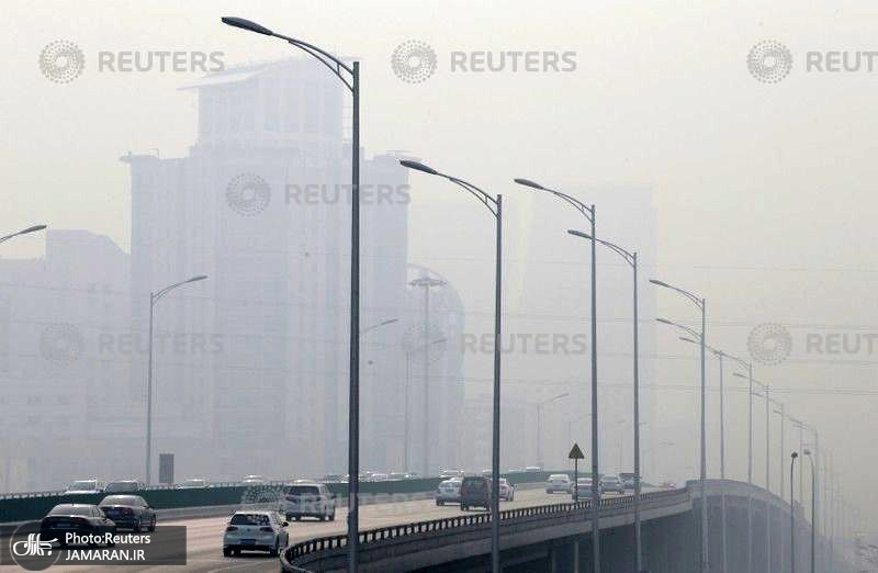 Vehicles-move-amid-heavy-smog