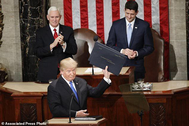 حاشیههای جالب سخنرانی سالانه ترامپ: از قهر بانوی اول تاکت و شلوار جنجالی+ تصاویر