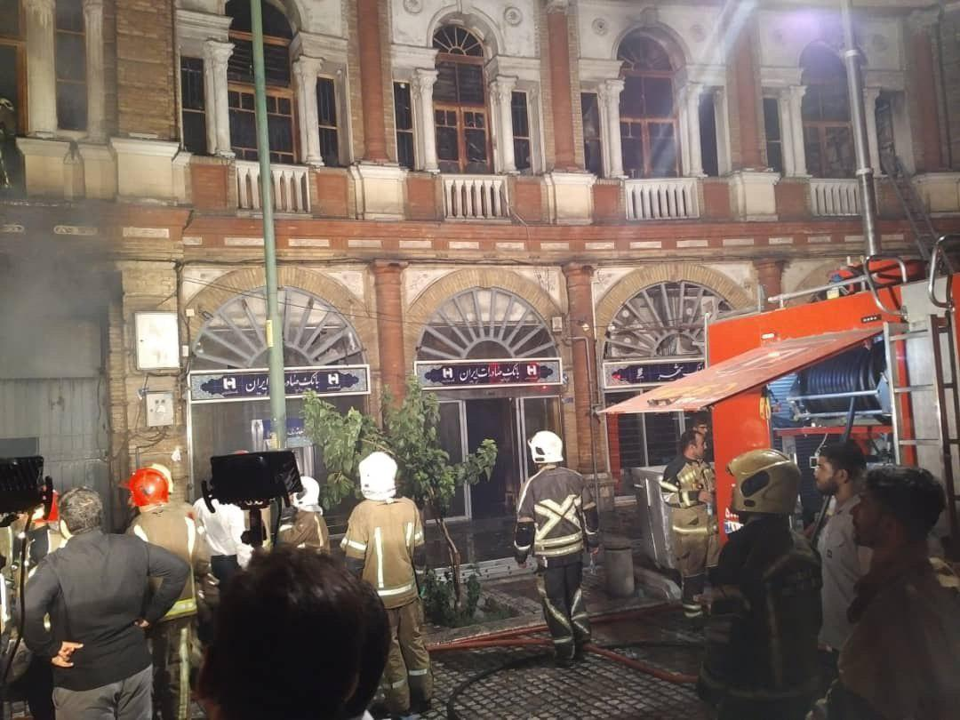 آتشسوزی در میدان حسنآباد تهران/ آتش اطفا شد + فیلم و عکس