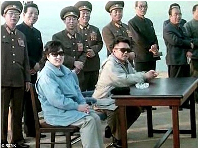 2911F59100000578-3096514-Happy_couple_Kim_Jong_il_sits_with_his_consort_Ko_Yong_hui_mothe-a-6_1432593912089
