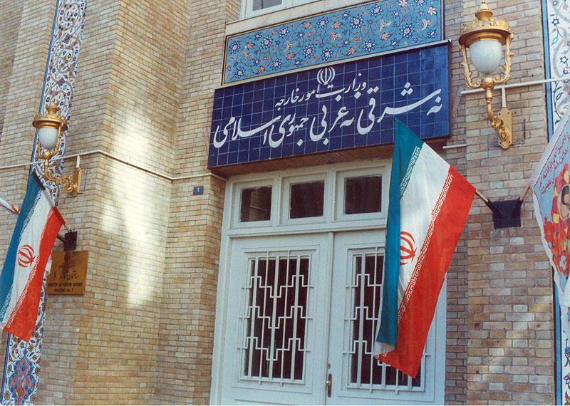 Risultati immagini per نه شرقی نه غربی جمهوری اسلامی
