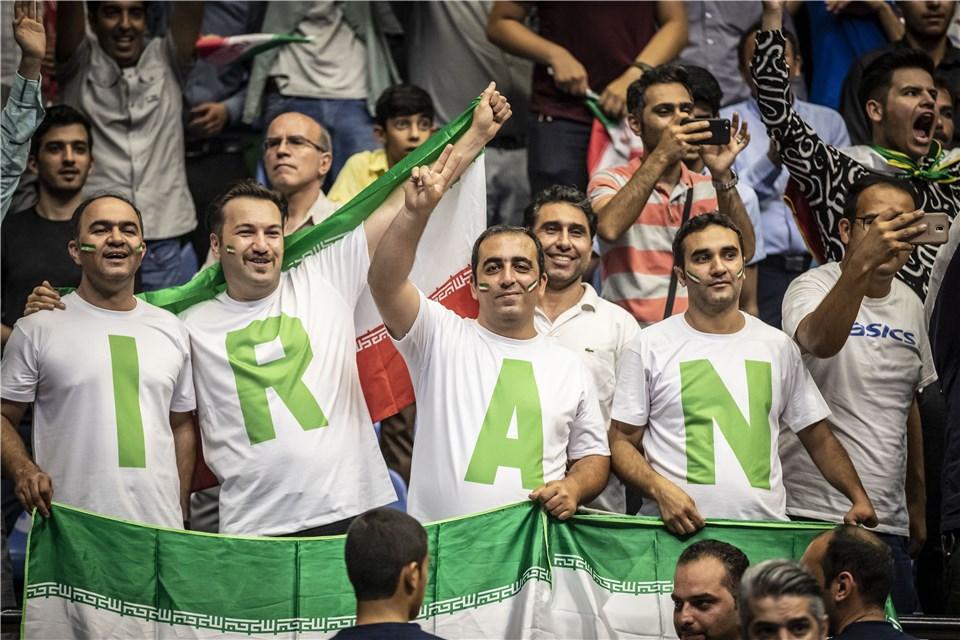 تماشاگر والیبال - لیگ ملت های والیبال 2019 - تیم ملی والیبال ایران - تیم ملی والیبال لهستان