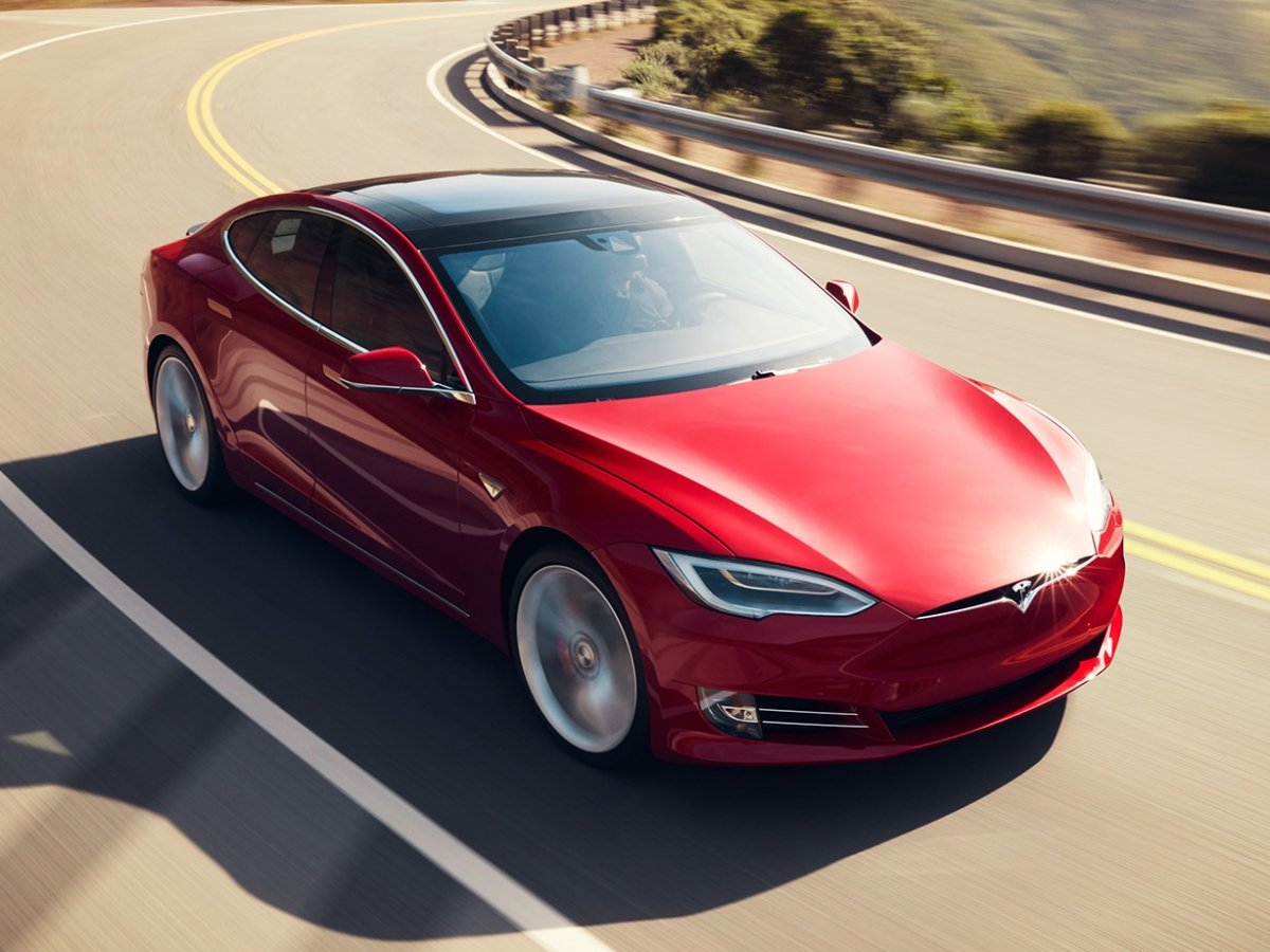 2-advanced-autopilot-features-are-one-of-the-main-selling-points-for-the-tesla-model-s-despite-their-5000-cost
