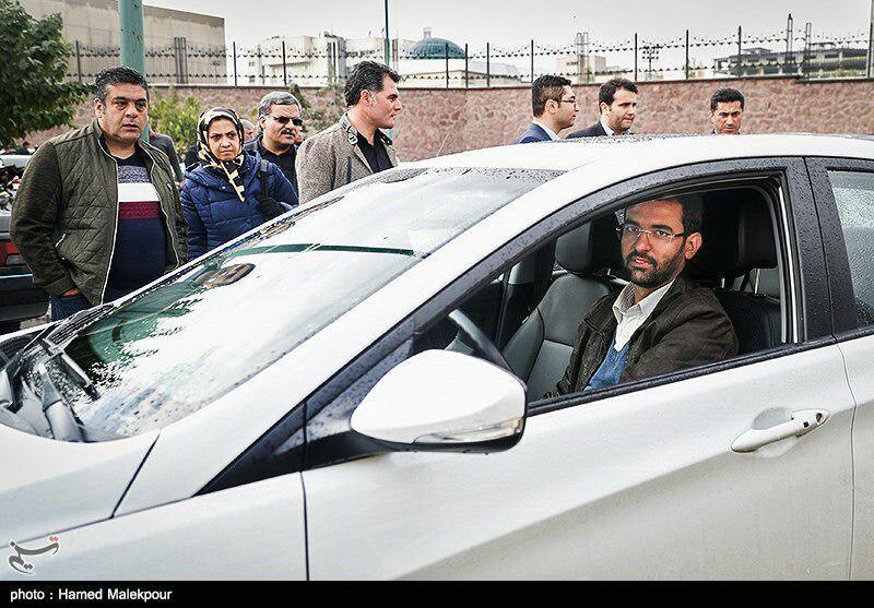 در پیامی توئیتری مطرح شد؛ عکس خودروی شخصی وزیر ارتباطات و توضیحاتش در این خصوص