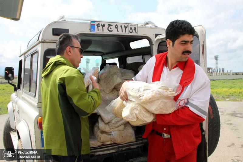 امداد رسانی در مناطق سیل زده + تصاویر