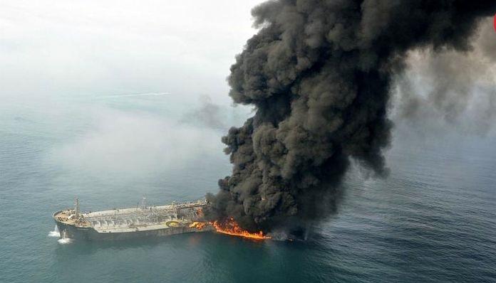 اطفای حریق نفتکش ایرانی به مراحل پایانی نزدیک میشود؛ ورود تیمهای تجسس