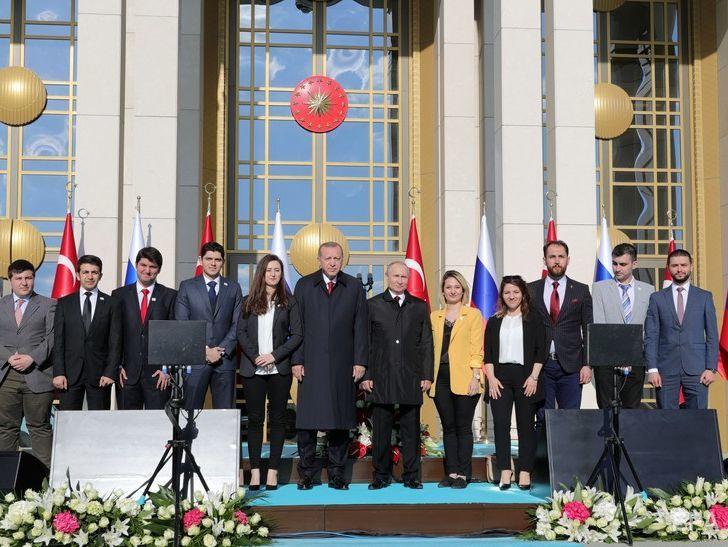 تصاویر/ وقتی اردوغان دختران کنار پوتین را جابجا میکند