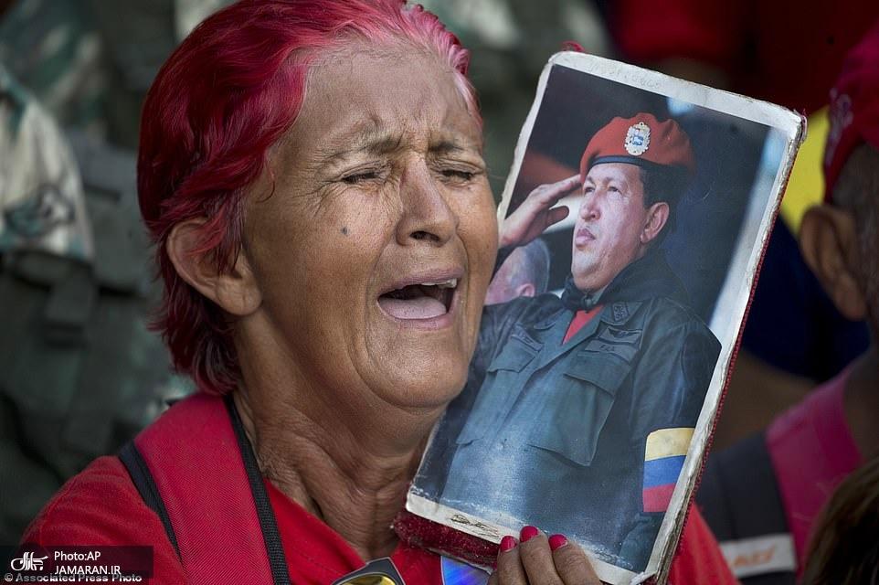10787148-6789761-A_supporter_of_Venezuela_s_President_Nicolas_Maduro_sings_a_song-a-87_1552192100826