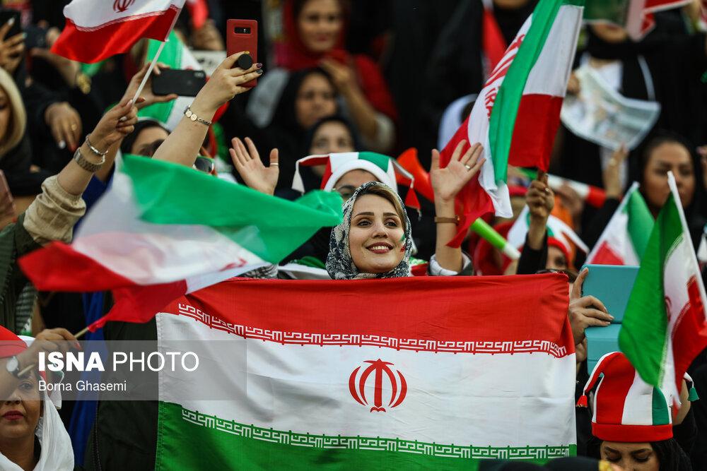 اولین حضور زنان در ورزشگاه آزادی