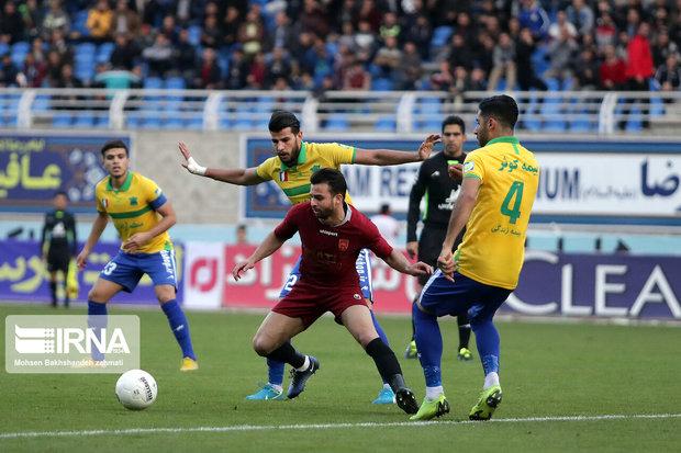 هافبک تیم فوتبال صنعت نفت آبادان مصدوم شد