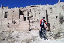 واکنش میراث فرهنگی به حرکت نمایشی گروه دوچرخه سوار در آثار تاریخی ایزدخواست فارس