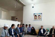 استاندار بوشهر با خانواده سرداران شهید توپال در شهر بادوله دیدار کرد