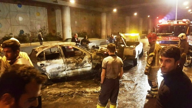تصادف و آتش سوزی خودرو تیبا در تهران یک مصدوم داشت