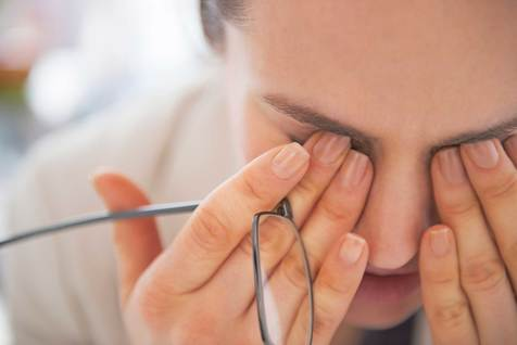روش هایی برای از بین بردن جای عینک از روی بینی