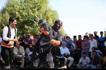 یک مسئول: تئاتر خیابانی در ایران به سمت حرفه ای شدن رفته است