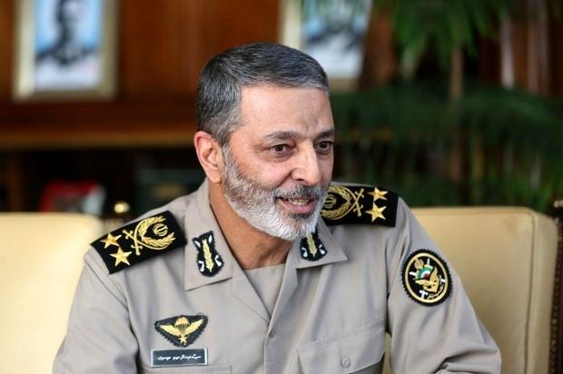فرمانده کل ارتش: اگر دور کشور دیوار بکشند هم اتفاقی نمیافتد