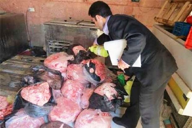 کشف وضبط 900کیلوگرم گوشت غیربهداشتی در صومعه سرا