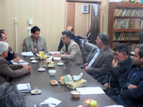 برگزاری جلسه مدیریت بحران حمیدیه در جهت پیشگیری و مقابله با ملخ صحرایی