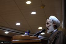 خطیب نماز جمعه این هفته تهران: برجام صنعت هستهای ما را محدود کرد و باعث شد سفرههای مردم محدود شود