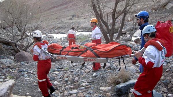 12 ساعت عملیات نجات یک کوهنورد در قزوین