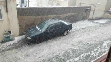 بارش تگرگ و باران شدید شهروندان سنندجی را غافلگیر کرد