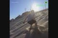 روشی متفاوت برای پایین رفتن از تپه شنی