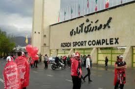 روپایی زدن چند خانم مقابل استادیوم آزادی پیش از بازی پرسپولیس!