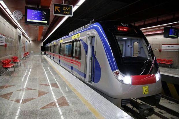 برنامههای جشن بزرگ بندگی در مترو تهران اجرا می شود