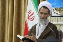 فعالیت های قرآنی در راستای انس با قرآن نیست گرفتار برنامه های پر زرق و برق ولی بی محتوا هستیم