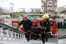 مهار آتش سوزی یک ساختمان 2 طبقه در آستارا