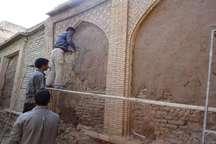 بنای تاریخی معزی استهبان در حال مرمت است