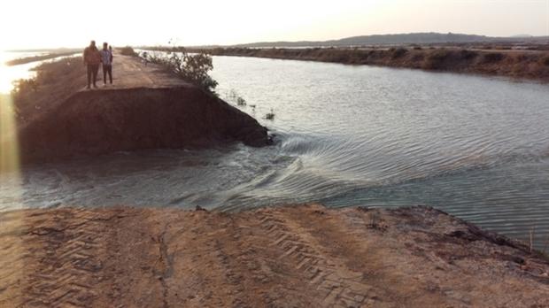کانال انتقال آب کرخه به اهواز ترمیم شد