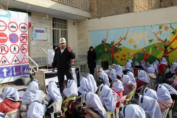 وجود 600 مدرسه در حاشیه راههای گیلان  90 درصد مدارس حاشیه راههای استان تحت پوشش آموزشهای ترافیکی