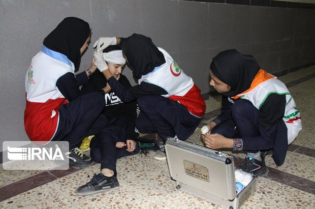اجرای مانور زلزله با همکاری ۴۰۰ دانش آموز مهابادی