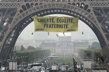 اعتراض به لوپن بر فراز برج ایفل