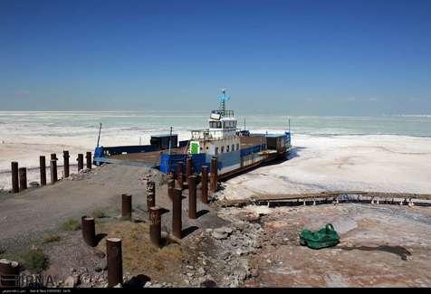 ساخت مراکز لجن درمانی در دریاچه ارومیه شتاب گیرد