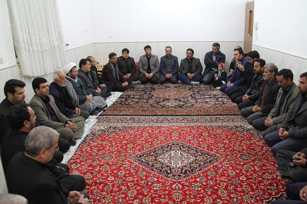 مسئولان خور و بیابانک با خانواده شهید کوهی دلجویی کردند