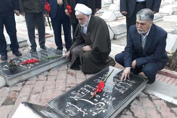وزیر ارشاد به مقام شامخ شهدای آذربایجان غربی ادای احترام کرد