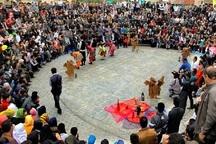 جشنواره ملی تئاتر خیابانی چتر زندگی در یزد آغاز شد