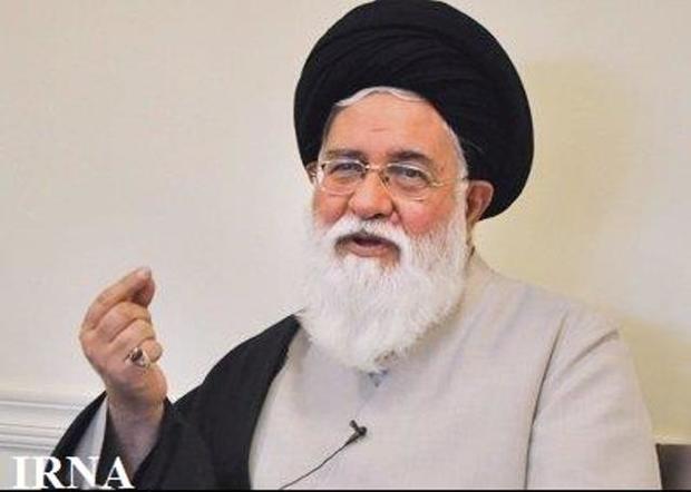 امام جمعه مشهد: قداست زدایی از رهبری سخت ترین تهدید انقلاب است