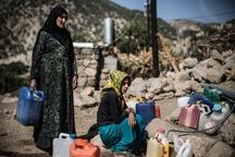 جیره بندی آب 22 هزار باشتی در مهرماه  به مرز بحران کم آبی رسیده ایم  خشک شدن اغلب منابع آبی  حمل آب با کمک چارپایان