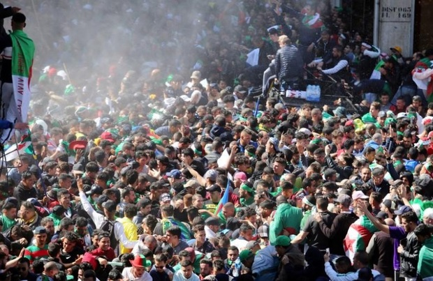 رئیس جمهور الجزایر به زودی از مقام خود استعفا می دهد