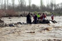 اسکان اضطراری 20 خانوار در منطقه سیلزده باغملک  درخواست بالگرد برای امدادرسانی به سیلزدگان