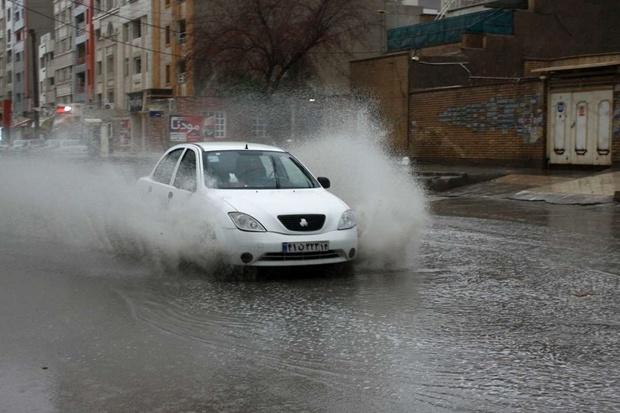 بارندگی مدارس ماهشهر ، امیدیه و هندیجان را تعطیل کرد