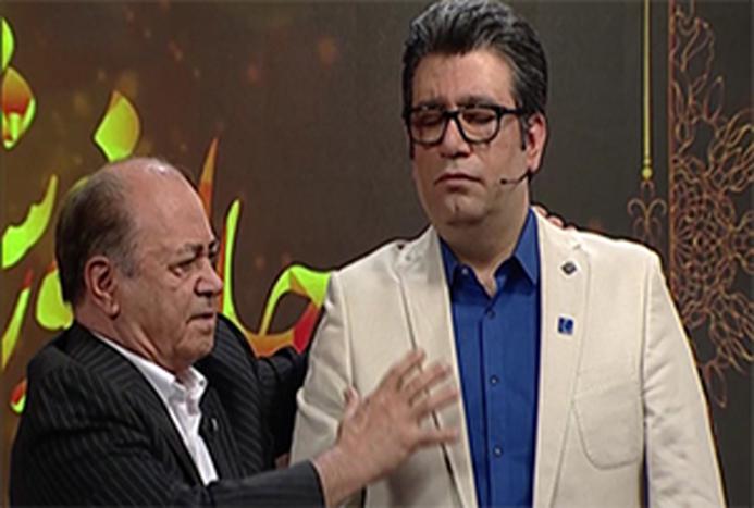 هیپنوتیزم شدن  رضا رشیدپور در برنامه زنده تلویزیون/ فیلم