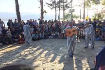 لغو کنسرت، کولبری و زمین خواری دست مایه یک نمایش خیابانی در جشنواره تئاتر مریوان