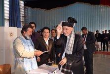 عکس/ اشرف غنی پای صندوق رای