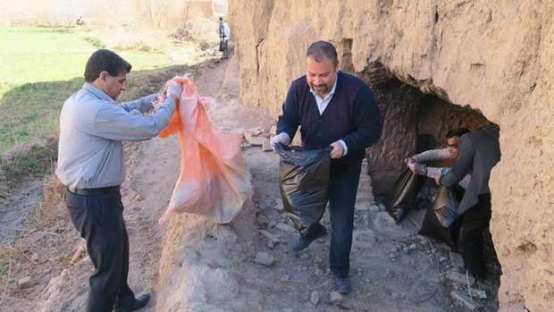 پاکسازی بافت تاریخی شهر میبد با مشارکت مردمی آغاز شد