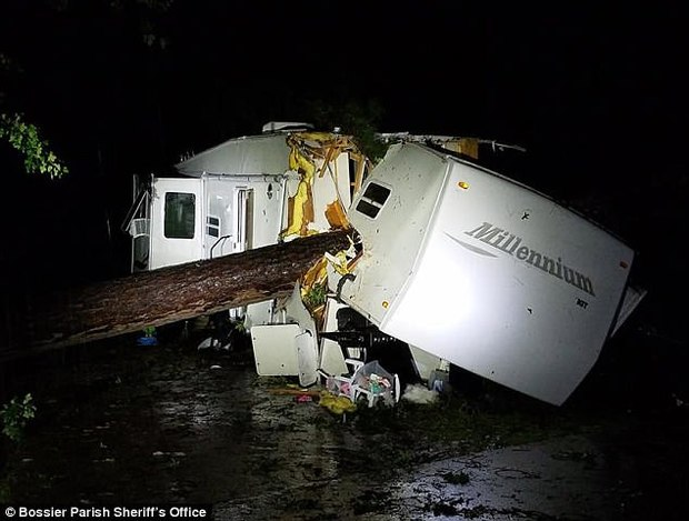 طوفان در آمریکا 3 قربانی گرفت+ تصاویر