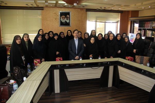 دیدار رئیس شورای شهر رشت با بانوان خیر شاغل در شهرداری